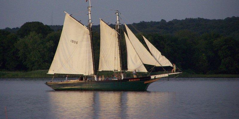 Mary E Full Sail